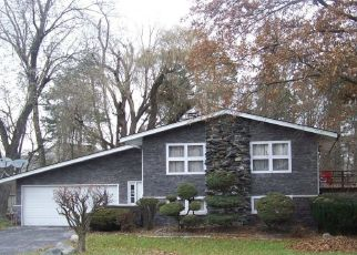 Foreclosed Home in Crown Point 46307 HOGAN CT - Property ID: 4446039310