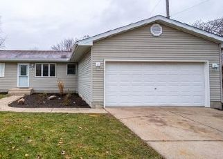 Foreclosed Home in Lowell 46356 MEADOW LN - Property ID: 4446306481