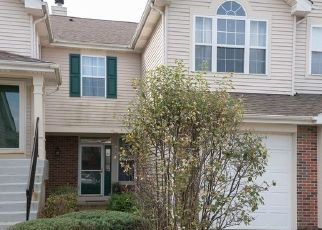 Foreclosed Home in Carpentersville 60110 GRANDVIEW CT - Property ID: 4447362880
