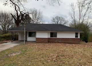 Foreclosed Home in Memphis 38116 OAKWOOD DR - Property ID: 4447872231