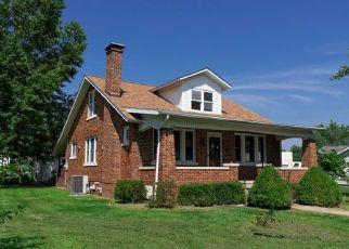 Foreclosed Home in Millstadt 62260 W VAN BUREN ST - Property ID: 4449136670