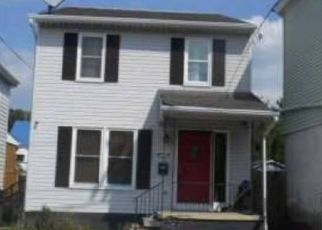 Foreclosed Home in Mount Carmel 17851 N WALNUT ST - Property ID: 4449905753