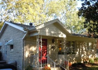 Foreclosed Home in Louisville 40218 TYRONE DR - Property ID: 4451286235