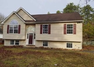 Foreclosed Home in Shirley 11967 MONTY DR - Property ID: 4451512682