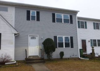 Foreclosed Home in Coram 11727 HAMPTON CT - Property ID: 4451533701