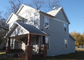 Foreclosed Home in Denison 75020 W CHESTNUT ST - Property ID: 4452192410