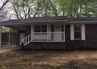 Foreclosed Home in Henderson 38340 REGINA DR - Property ID: 4452357529