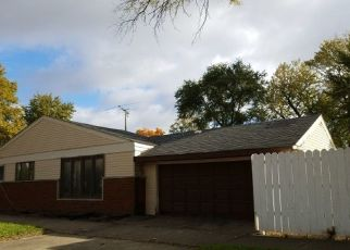 Foreclosed Home in Chicago 60652 W 80TH PL - Property ID: 4452517384