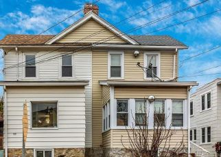 Foreclosed Home in Upper Darby 19082 LARCHWOOD AVE - Property ID: 4453210259