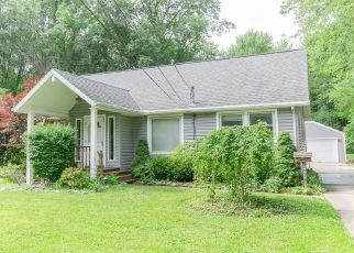 Foreclosed Home in Olmsted Falls 44138 WATER ST - Property ID: 4453309235