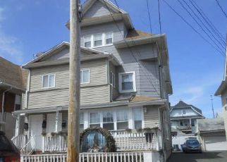 Foreclosed Home in Bridgeport 06604 LORRAINE ST - Property ID: 4453587355