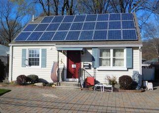 Foreclosed Home in Pompton Lakes 07442 HAMBURG TPKE - Property ID: 4453971914
