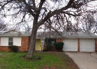 Foreclosed Home in Fort Worth 76119 BURKE RD - Property ID: 4453996427