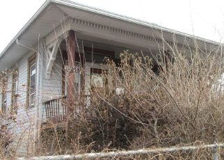 Foreclosed Home in East Saint Louis 62205 COLLEGE AVE - Property ID: 4455126844