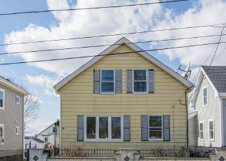 Foreclosed Home in Peabody 01960 MOUNT VERNON ST - Property ID: 4455683952