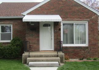 Foreclosed Home in Cudahy 53110 E SOMERS AVE - Property ID: 4456110529