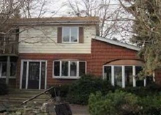 Foreclosed Home in Islip Terrace 11752 SATELLITE DR - Property ID: 4456229662