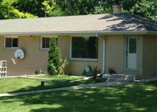 Foreclosed Home in New Berlin 53146 W BARTON RD - Property ID: 4456237990
