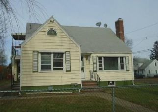 Foreclosed Home in East Haven 06512 STRONG ST - Property ID: 4456378115