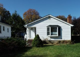 Foreclosed Home in Park Ridge 07656 CHESTNUT AVE - Property ID: 4456539297