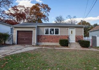 Foreclosed Home in Lindenhurst 11757 E JOHN ST - Property ID: 4456630852