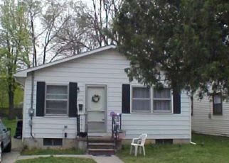 Foreclosed Home in Lansing 48915 ROBERTSON AVE - Property ID: 4456801205