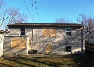 Foreclosed Home in Carpentersville 60110 HAMPTON DR - Property ID: 4456958890