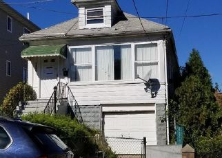 Foreclosed Home in Bronx 10469 HICKS ST - Property ID: 4457003559