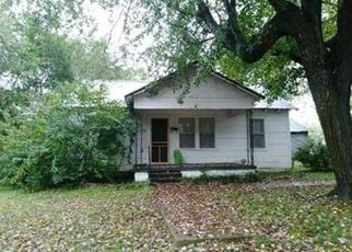 Foreclosed Home in Hohenwald 38462 S PINE ST - Property ID: 4457018894