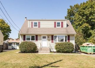 Foreclosed Home in Middlesex 08846 W PERSHING AVE - Property ID: 4457101669