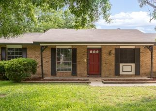 Foreclosed Home in San Antonio 78233 LONE SHADOW TRL - Property ID: 4457667975