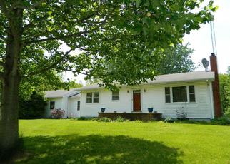 Foreclosed Home in Hillsboro 62049 DUFFS LN - Property ID: 4457673661