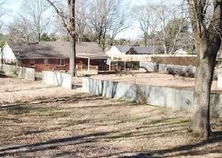 Foreclosed Home in Memphis 38116 MICKEY DR - Property ID: 4457986815