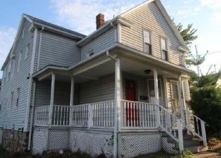 Foreclosed Home in Waterbury 06708 CHIPMAN STREET EXT - Property ID: 4458021405
