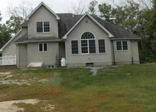 Foreclosed Home in Pascoag 02859 WHIPPLE RD - Property ID: 4458168117