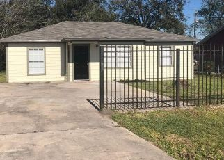 Foreclosed Home in Houston 77028 W KNOLL ST - Property ID: 4458480853