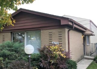 Foreclosed Home in Chicago 60619 S CALUMET AVE - Property ID: 4458913564