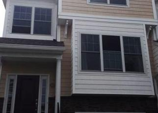 Foreclosed Home in Trumbull 06611 WOODLAND HILLS DR - Property ID: 4458943341