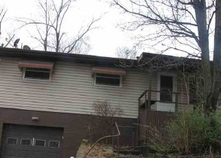 Foreclosed Home in Huntington 25704 SPRING VALLEY CIR - Property ID: 4459617833