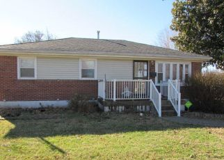 Foreclosed Home in Louisville 40272 DIXIE GARDEN DR - Property ID: 4459944554