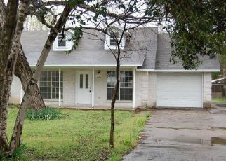 Foreclosed Home in Lockhart 78644 S MAIN ST - Property ID: 4460382527