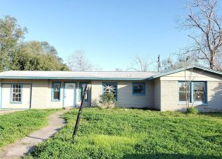 Foreclosed Home in Victoria 77901 WOODLAWN ST - Property ID: 4460397864