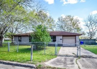 Foreclosed Home in Yoakum 77995 PULLIAM ST - Property ID: 4460432905