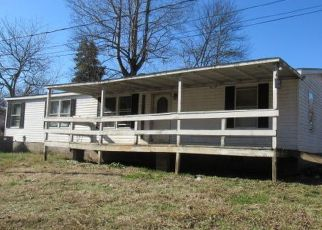 Foreclosed Home in Oliver Springs 37840 COX CIR - Property ID: 4460461361
