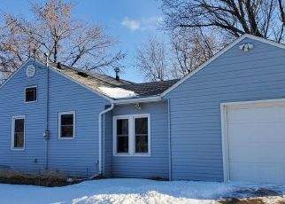 Foreclosed Home in Dickinson 58601 PARK AVE - Property ID: 4460791593