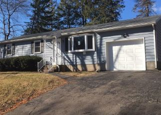 Foreclosed Home in Meriden 06450 HILLWOOD LN - Property ID: 4460865615