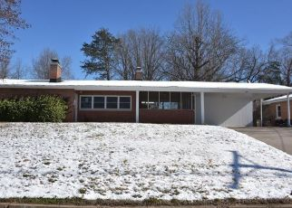 Foreclosed Home in Jefferson City 65109 CREST DR - Property ID: 4460999183