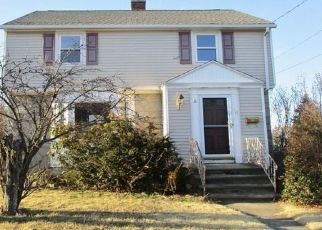 Foreclosed Home in Waterbury 06708 LAWLOR ST - Property ID: 4461859818