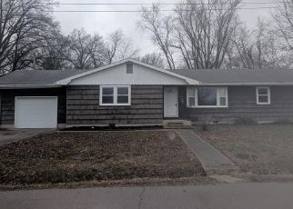 Foreclosed Home in Salem 62881 E PARK ST - Property ID: 4461929898