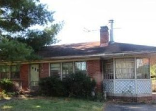 Foreclosed Home in Louisville 40220 GOLDSMITH LN - Property ID: 4461938649